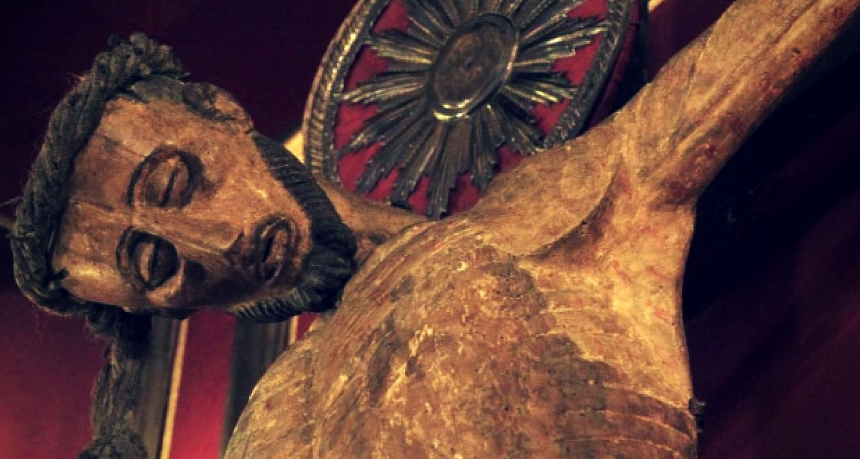 Un crocifisso atletico a Napoli